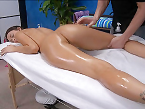 Firing beautys lovely shaved twat