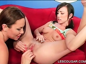 Nubile opens up broad to get cunnilingus from Cougar