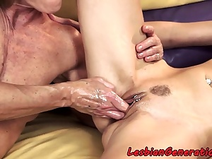 Highheeled sapphic granny pussylicked by nubile