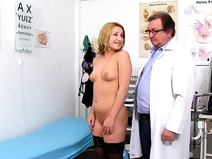 Sizzling doctor wide open and cumshot