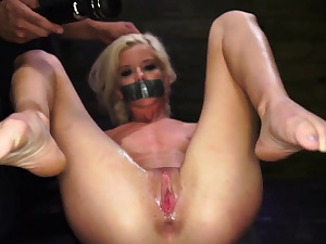 Tough double penetration group sex gonzo Halle Von is in town on vacation